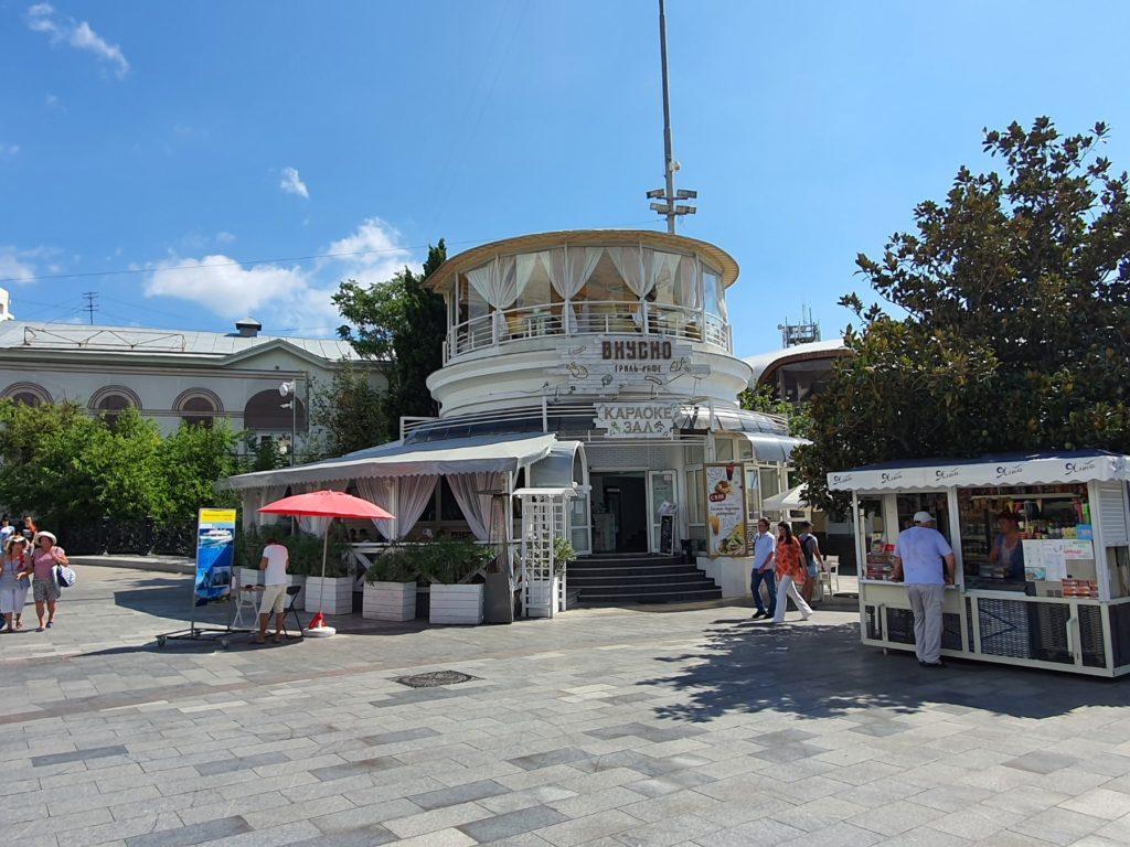 Фото'Здание на Набережной им. Ленина в Ялте 200 м<sup></noscript><img class=